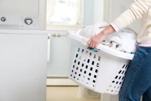 ¿Los errores más comunes al poner la ropa en la lavadora? - Lavatodo