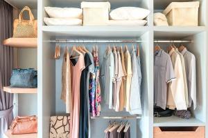 Cómo organizar mejor la ropa en el armario - Lavatodo